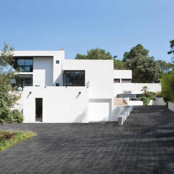 Paysagiste parc et jardin gedimat robijns for Pave beton exterieur